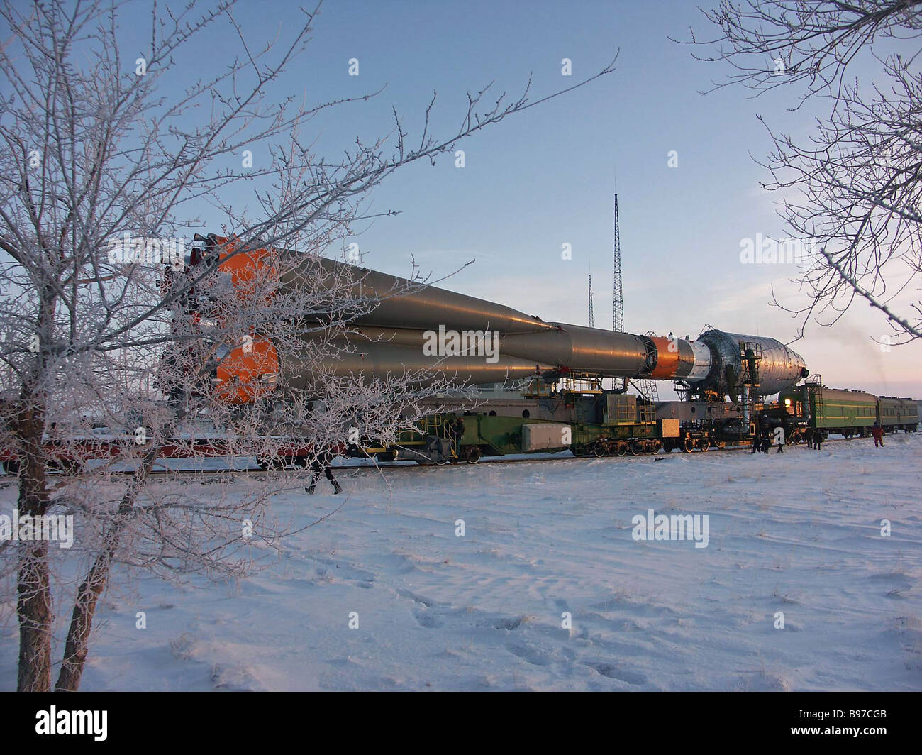 Hauling the new carrier vehicle SOYUZ 2 to the launch pad - Stock Image