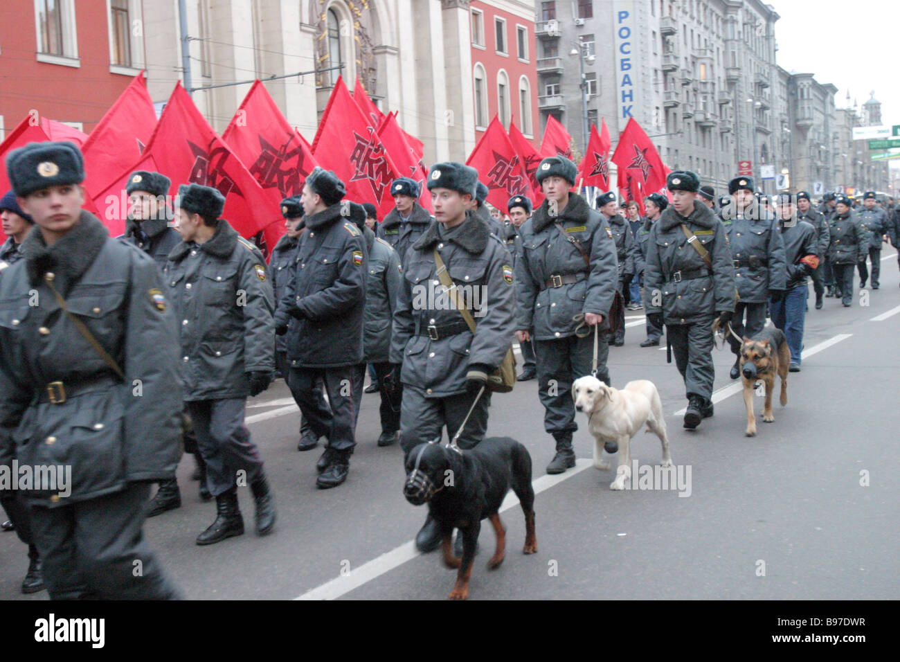 Moscow policemen with dogs keep vigil on the demonstrators on November 7 2005 as they moved along Tverskaya Street - Stock Image