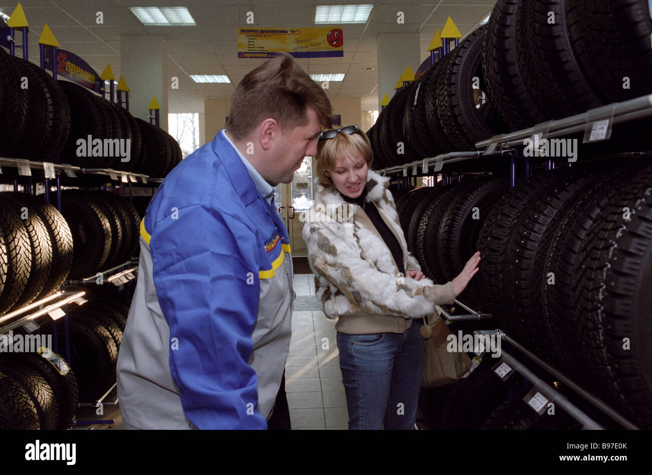 Buying winter tyres in an accessory shop in Moscow - Stock Image
