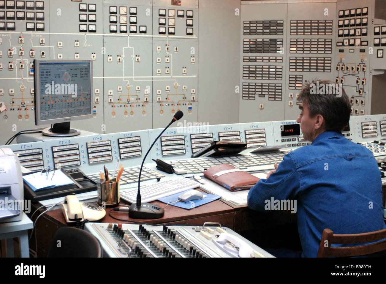 The central control desk at the Nizhnekamsk hydro electric station - Stock Image
