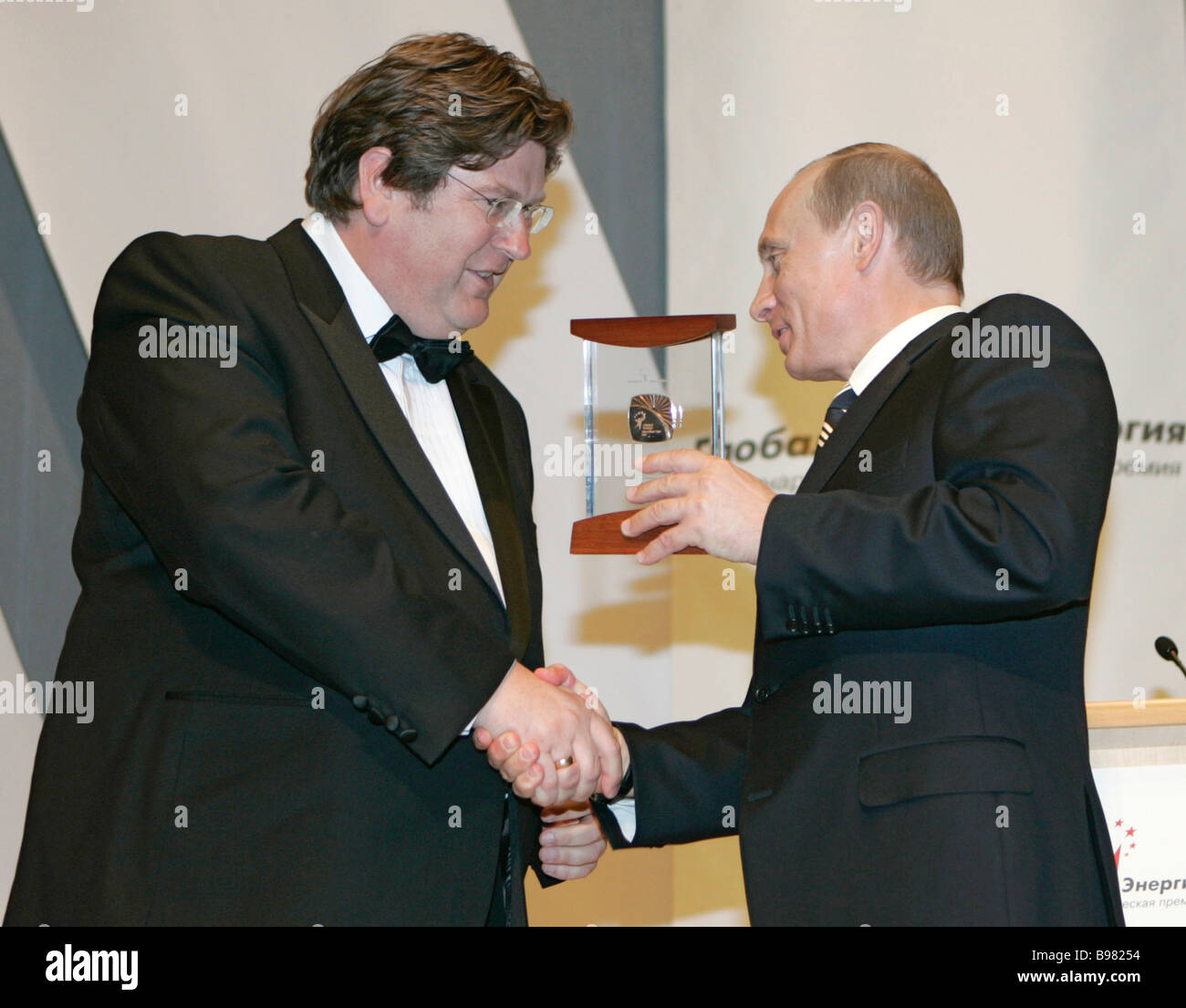 British Professor Geoffrey Hewitt left and Russian President Vladimir Putin at the Global Energy International Prize - Stock Image