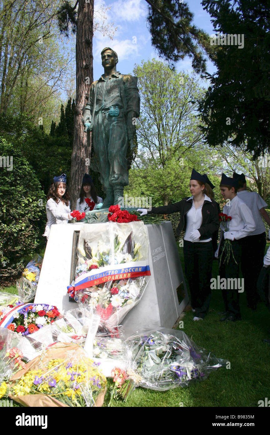 On Per Lachez Cemetery in Paris a monument to Russians participating in the French Resistance Movement was unveiled - Stock Image