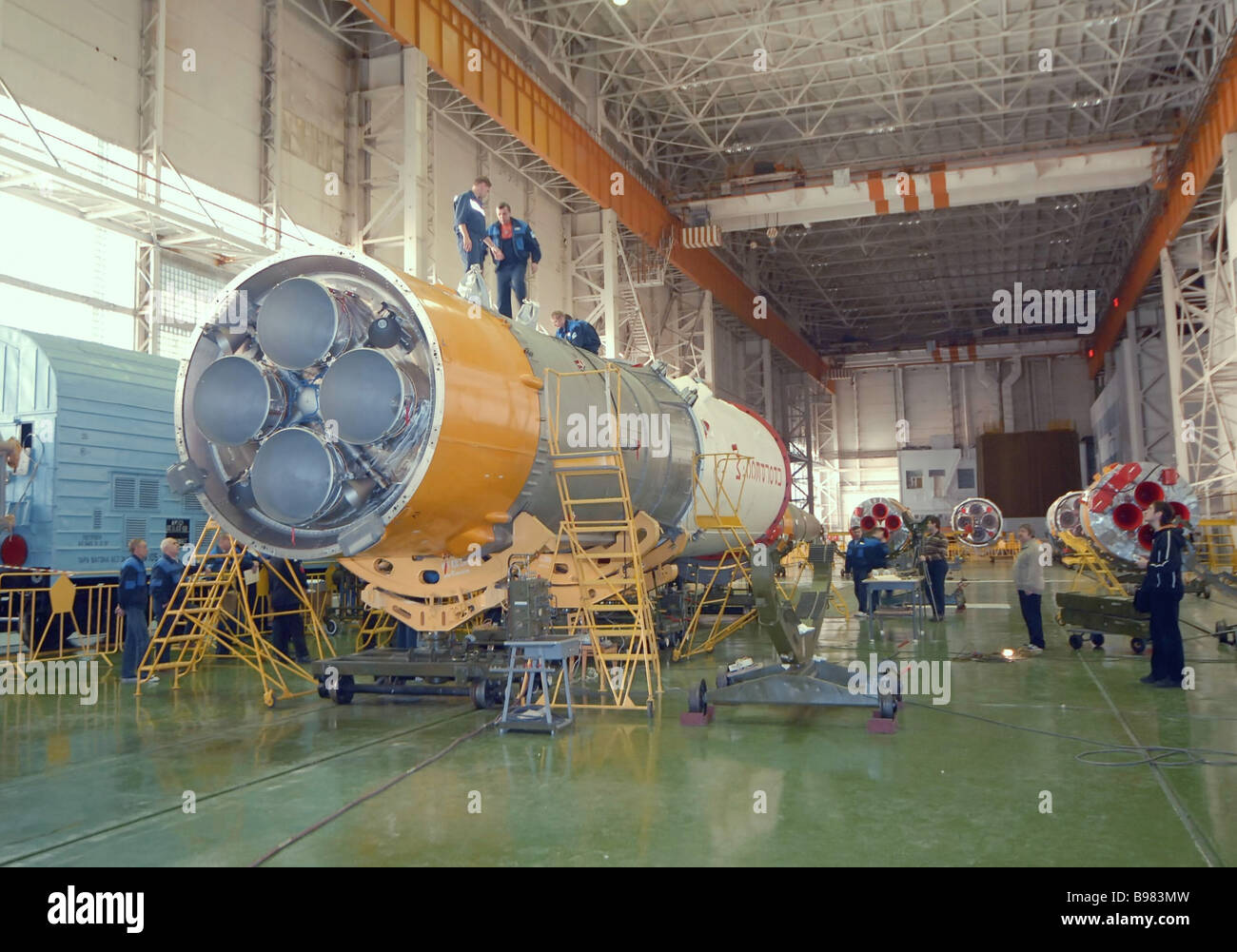 The orbiter processing facility of area 112 at the Baikonur Cosmodrome where the Soyuz U rocket is being assembled - Stock Image
