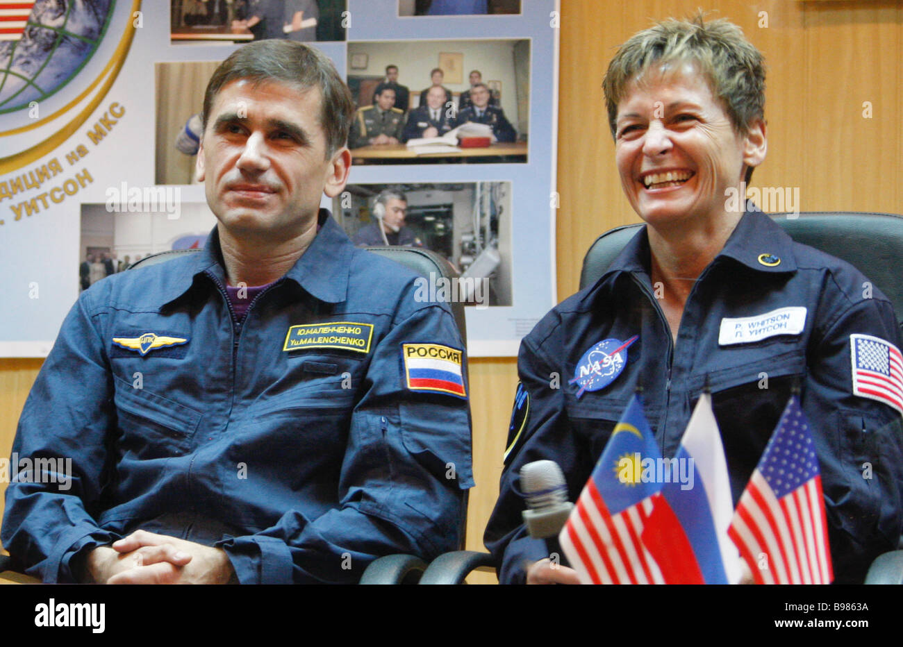 Russian cosmonaut Yury Malenchenko left and US astronaut Peggy Witson the main crew of the 16th expedition on the - Stock Image