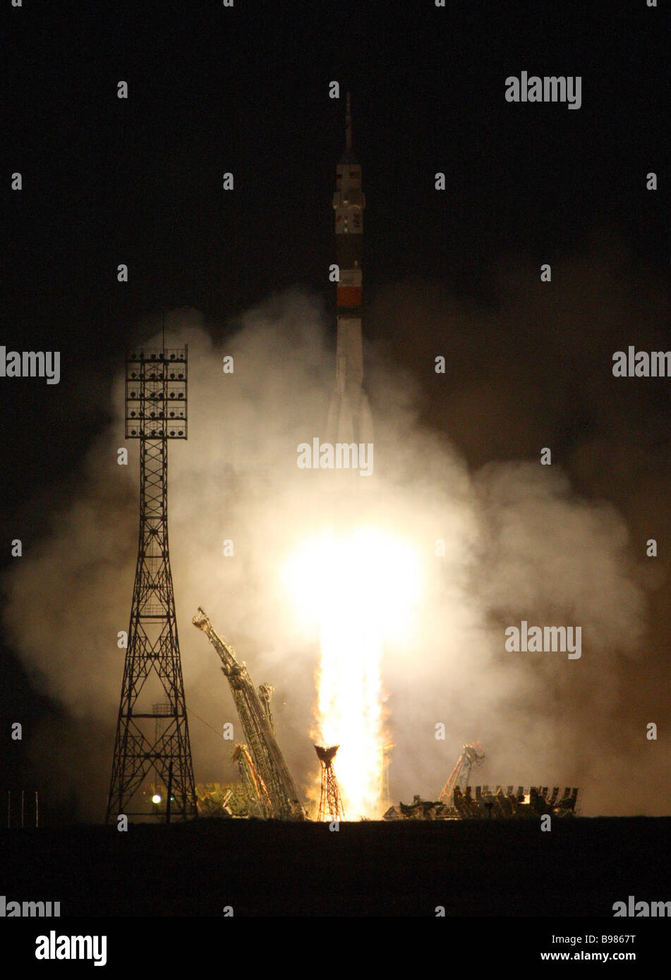 The launch of the Soyuz TMA 11 rocket with the crew of the 16th expedition to the International Space Station - Stock Image