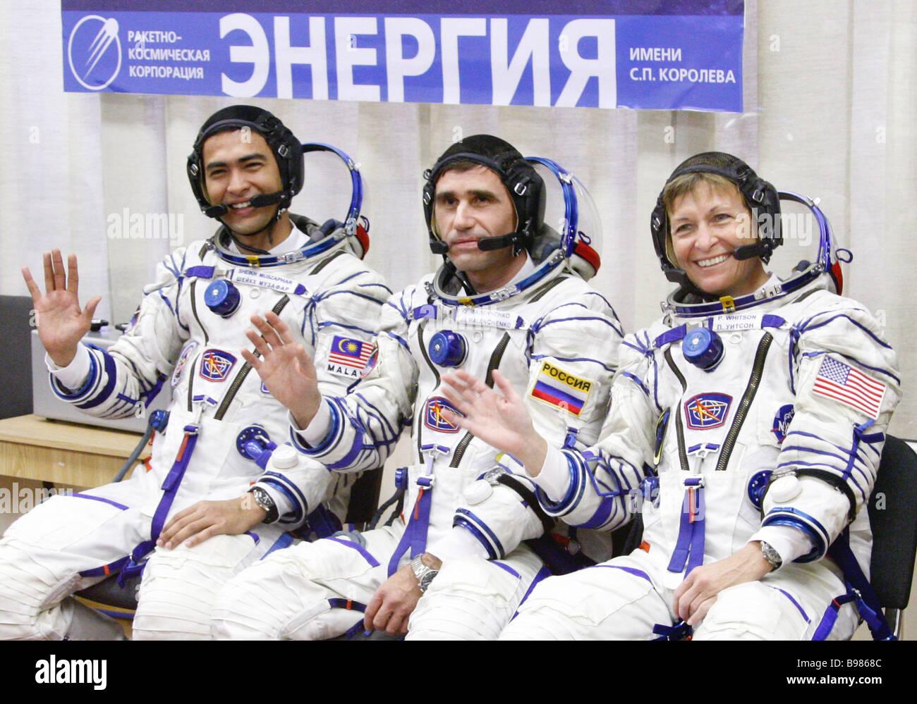 From left Malaysian astronaut Sheikh Muszaphar Shukor Russian cosmonaut Yuri Malenchenko and NASA astronaut Peggy - Stock Image
