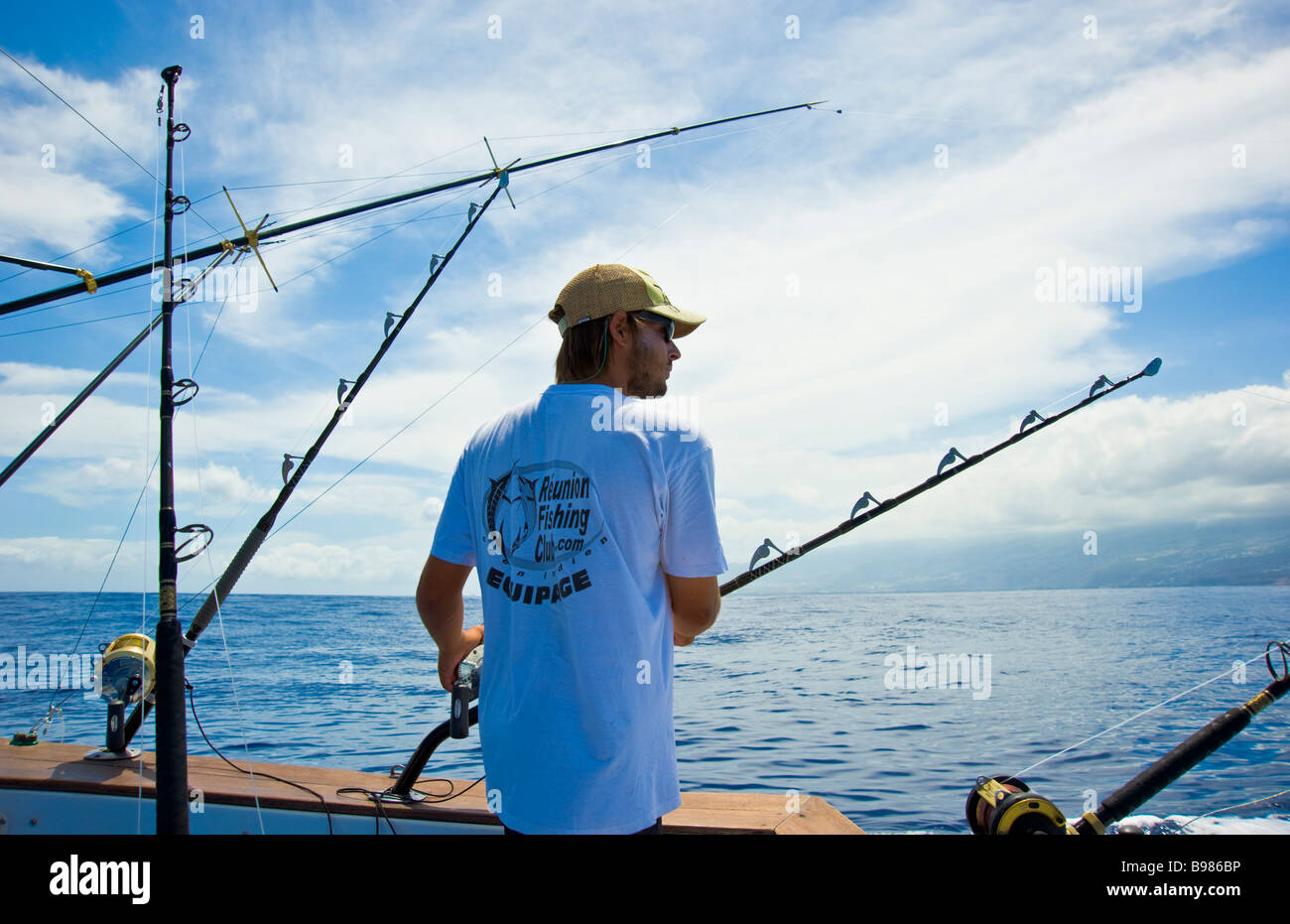 Big game fishing fisherman on fishing boat Saint Gilles La Réunion France | Hochseeangeln, Angler auf Fischerboot - Stock Image