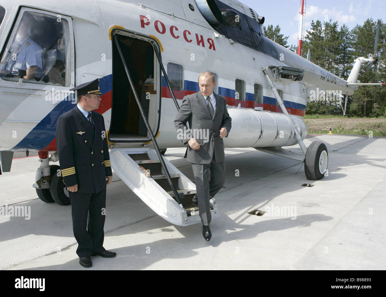 June 23 2007 President Vladimir Putin arriving at the Volzhsky Utyos state residence near Samara - Stock Image