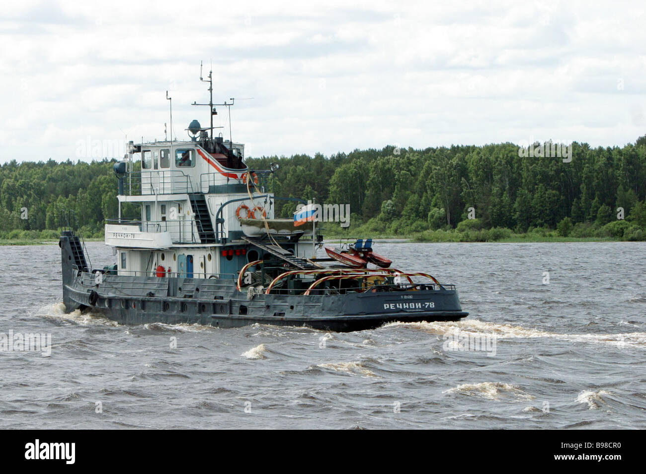 River tow boat on the Volga River - Stock Image