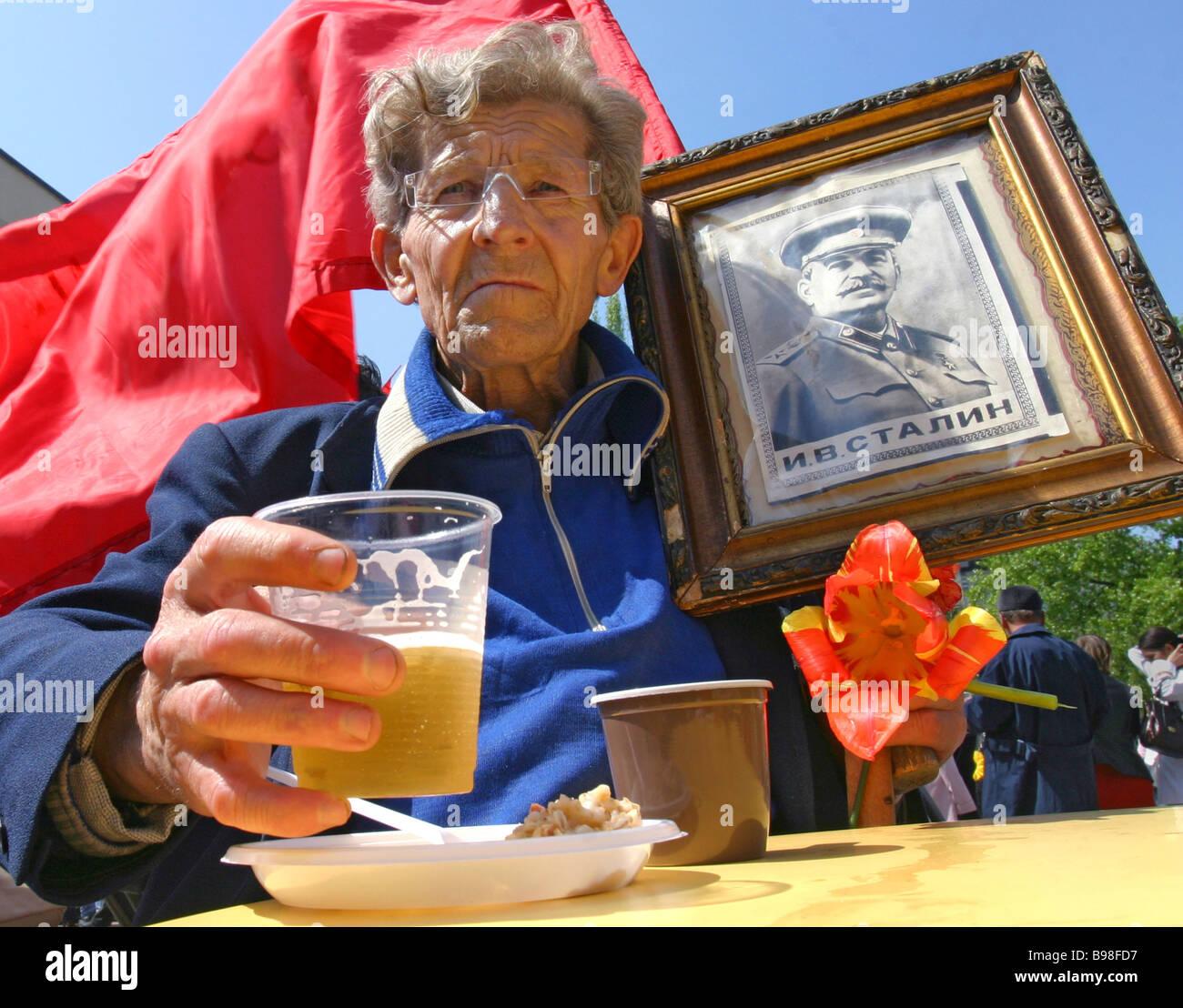 World War Two veterans celebrate the 62nd V E anniversary - Stock Image