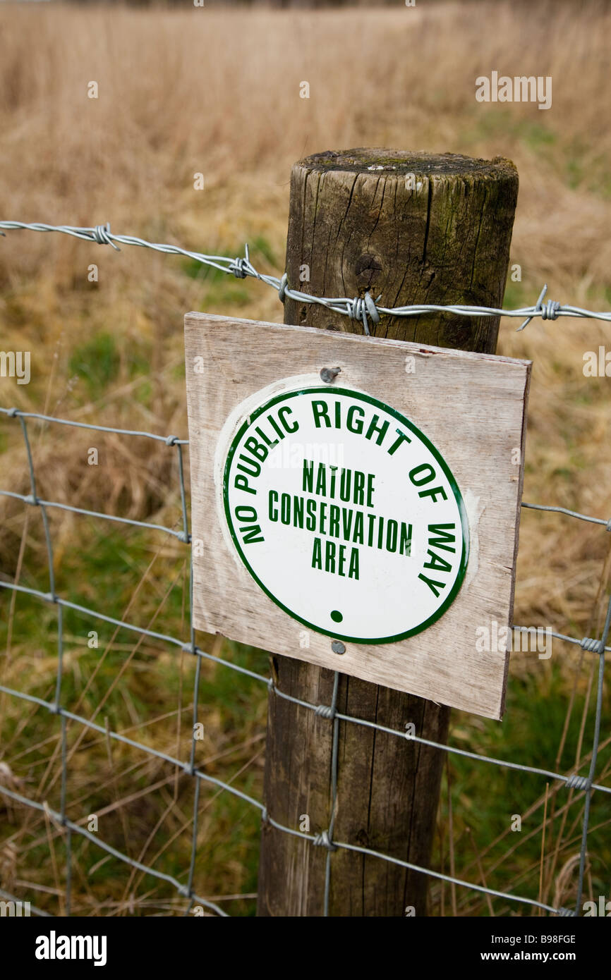 No public right of way sing on barbed wire fence - Stock Image