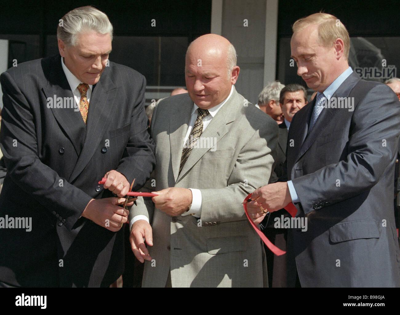Left to right OAO GAZ President Nikolai Pugin Moscow Mayor Yury Luzhkov and Russian Prime Minister Vladimir Putin - Stock Image