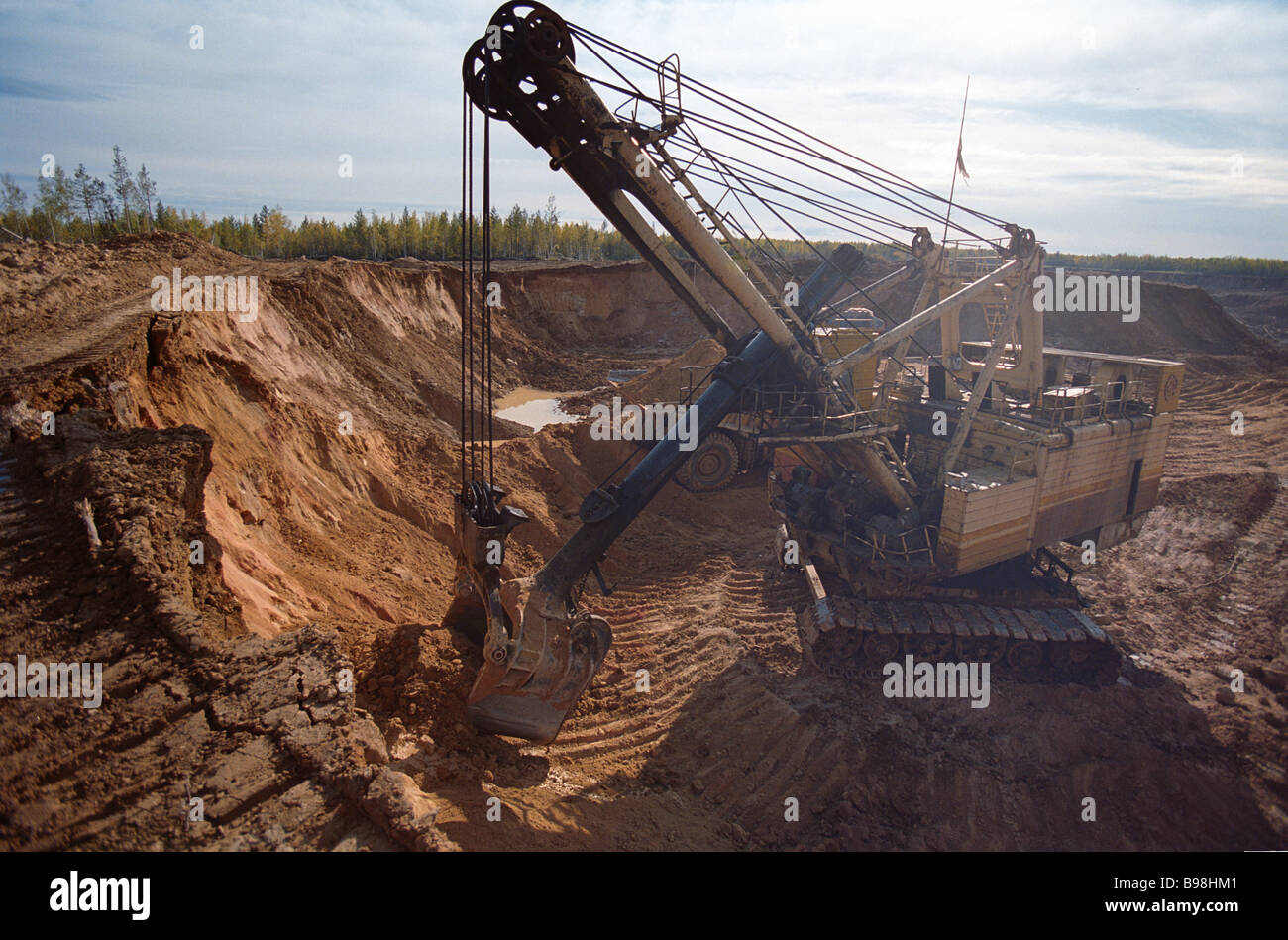 A digger excavating gold ore A digger excavating gold ore at the Bokovoye gold field of OOO Aldanzoloto Nizhny Kuranakh - Stock Image