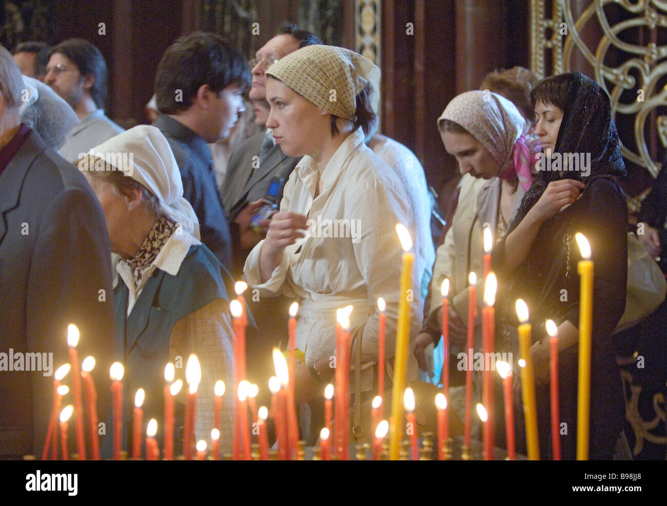 Orthodox Christians at the Cathedral of Christ the Savior in Moscow where an Act of Canonical Communion was signed - Stock Image