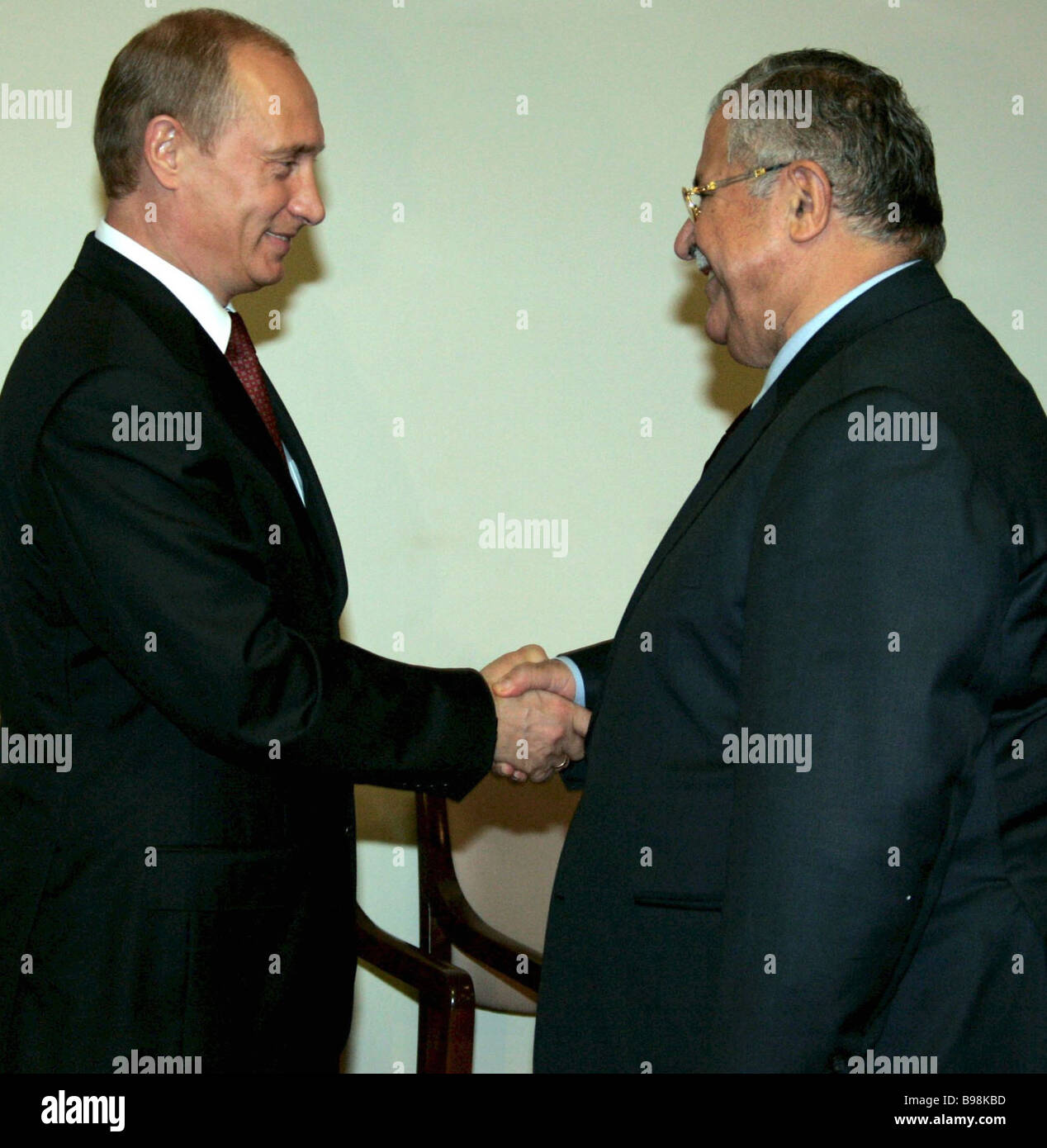 Presidents Vladimir Putin of Russia left and Jalal Talabani of Iraq meet in New York City during UN member states Stock Photo