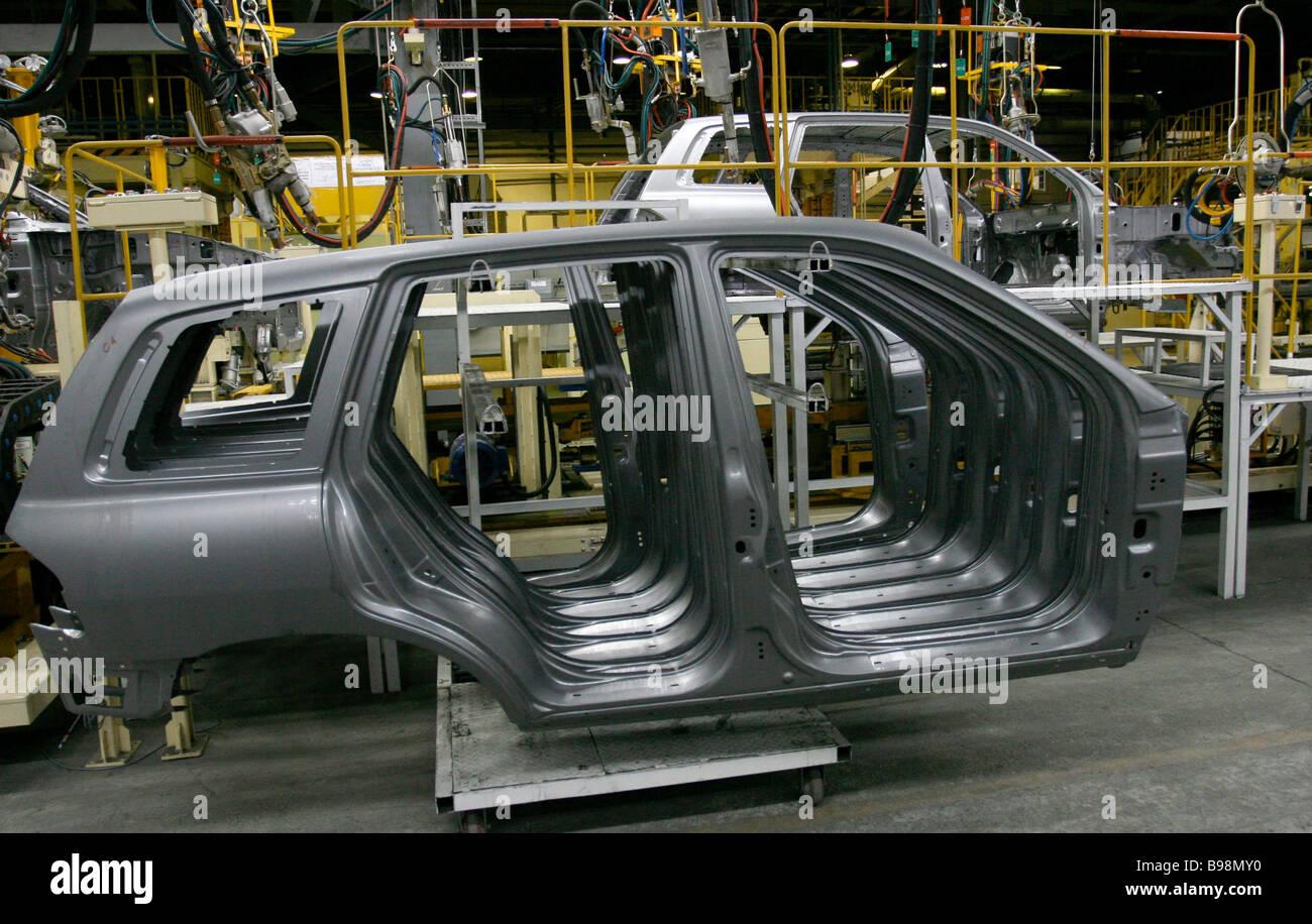 A shop at the Taganrog car manufacturing plant where new Korean jeeps Hyundai Santa Fe Classic are produced - Stock Image