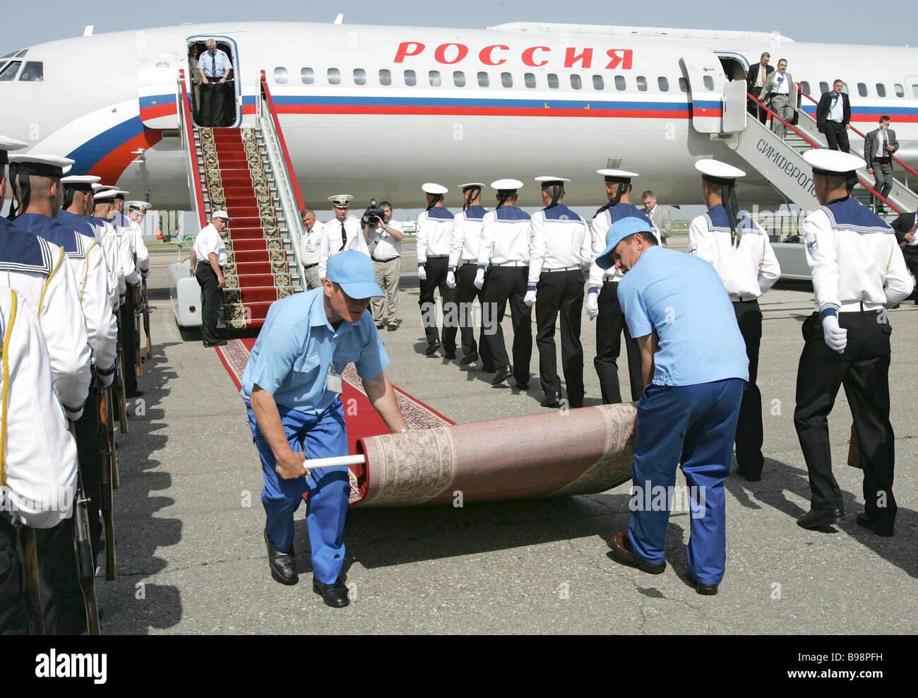 Preparing to meet Russian Prime Minister Mikhail Fradkov in the Crimea - Stock Image