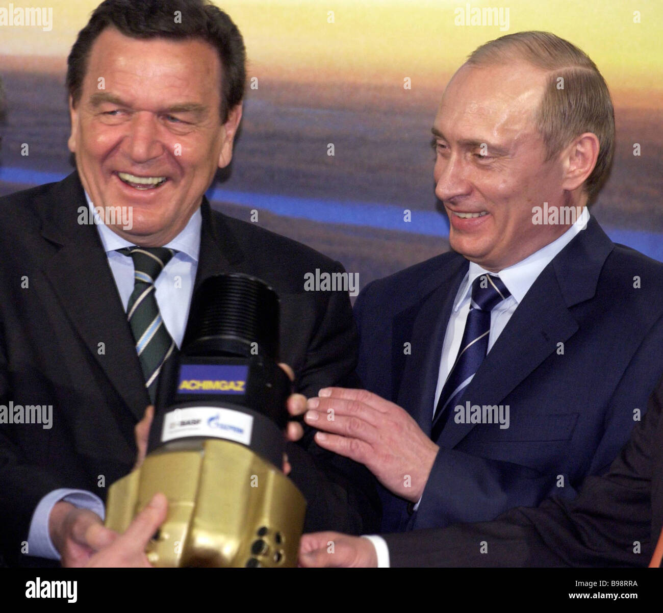 Russian President Vladimir Putin And German Chancellor Gerhard Stock Photo Alamy