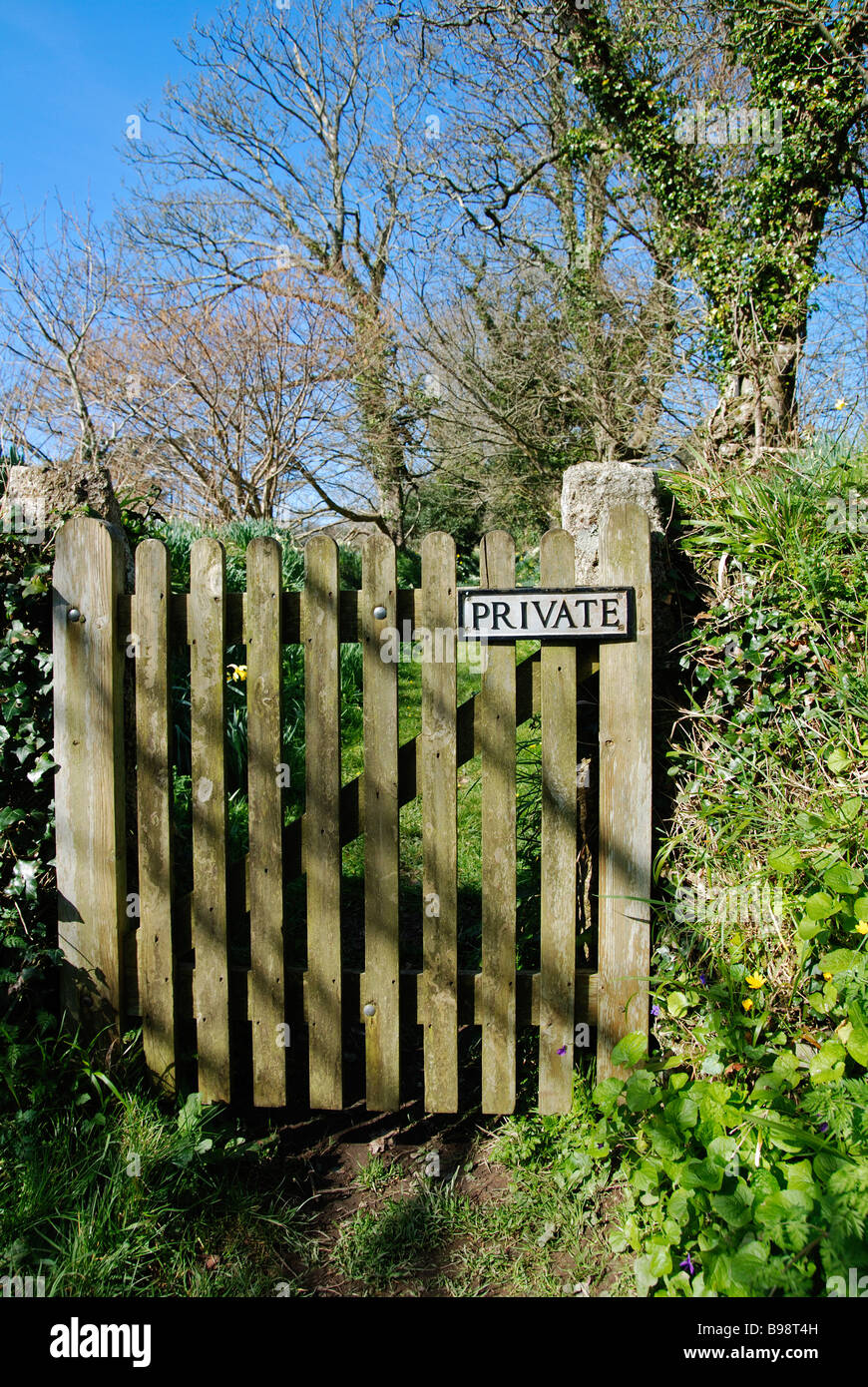 a picket style gate with a private sign on - Stock Image