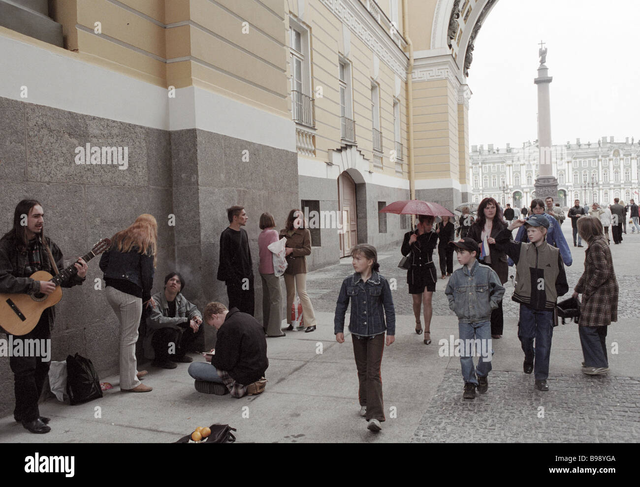 Residents and guests of St Petersburg on Palace Square - Stock Image