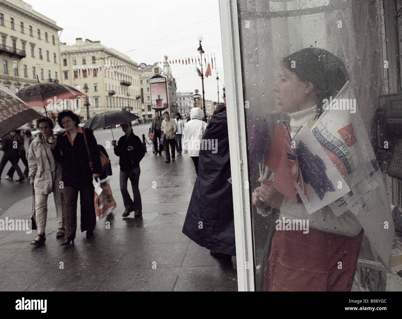 Residents and guests of St Petersburg Nevsky Prospekt - Stock Image