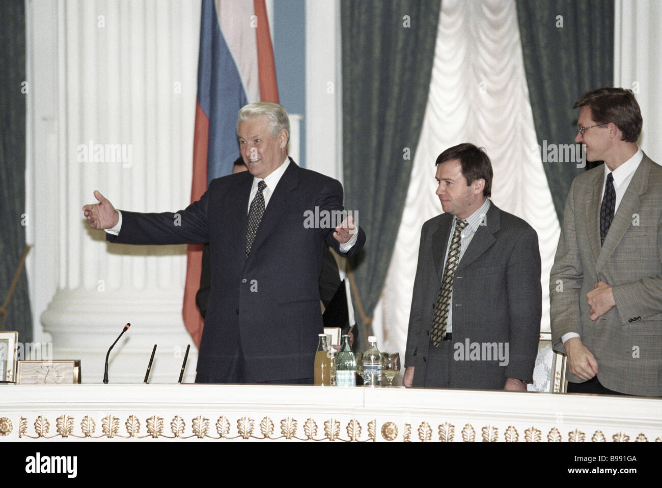 Russian President Boris Yeltsin left attending the ceremony of signing competence delineation agreements between - Stock Image