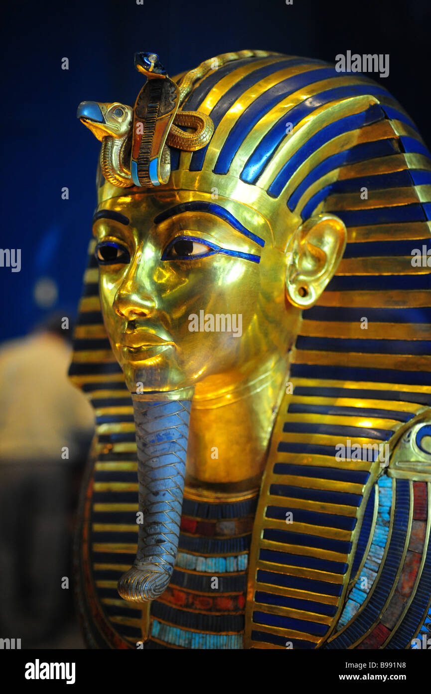 The Egyptian Tarot Kit By Lo Scarabeo Lo Scarabeo: Cairo Museum Mummy Stock Photos & Cairo Museum Mummy Stock