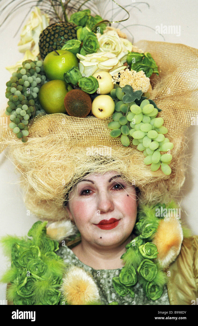 Fruit and flower Classicism Age composition decorates the model s hair style Flower exhibition in the Park Place - Stock Image
