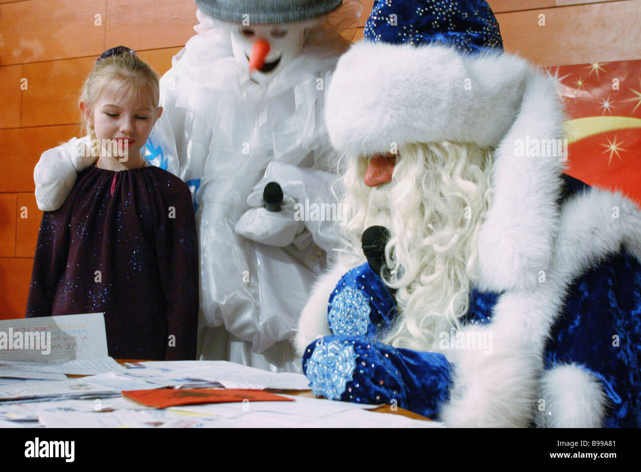 Father Frost meets the children who wrote letters to him Veliky Ustyug homeland of the Russian Father Frost program - Stock Image