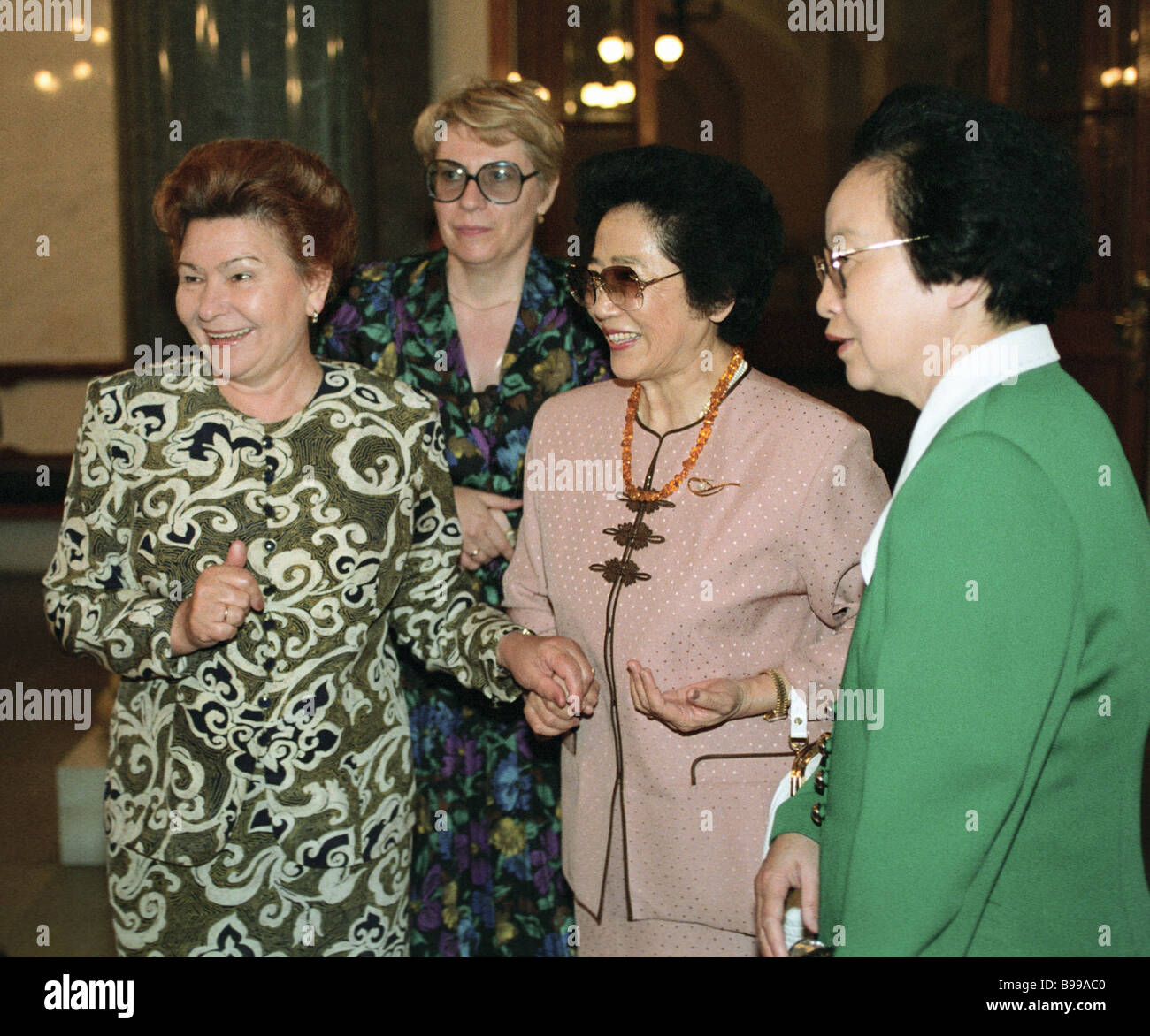 Naina Yeltsin left wife of the Russian president and Zhu Lin center wife of the Chinese prime minister during a - Stock Image