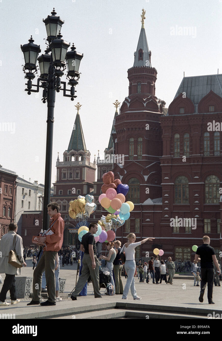 Moscow residents and guests strolling about Manezh Square - Stock Image