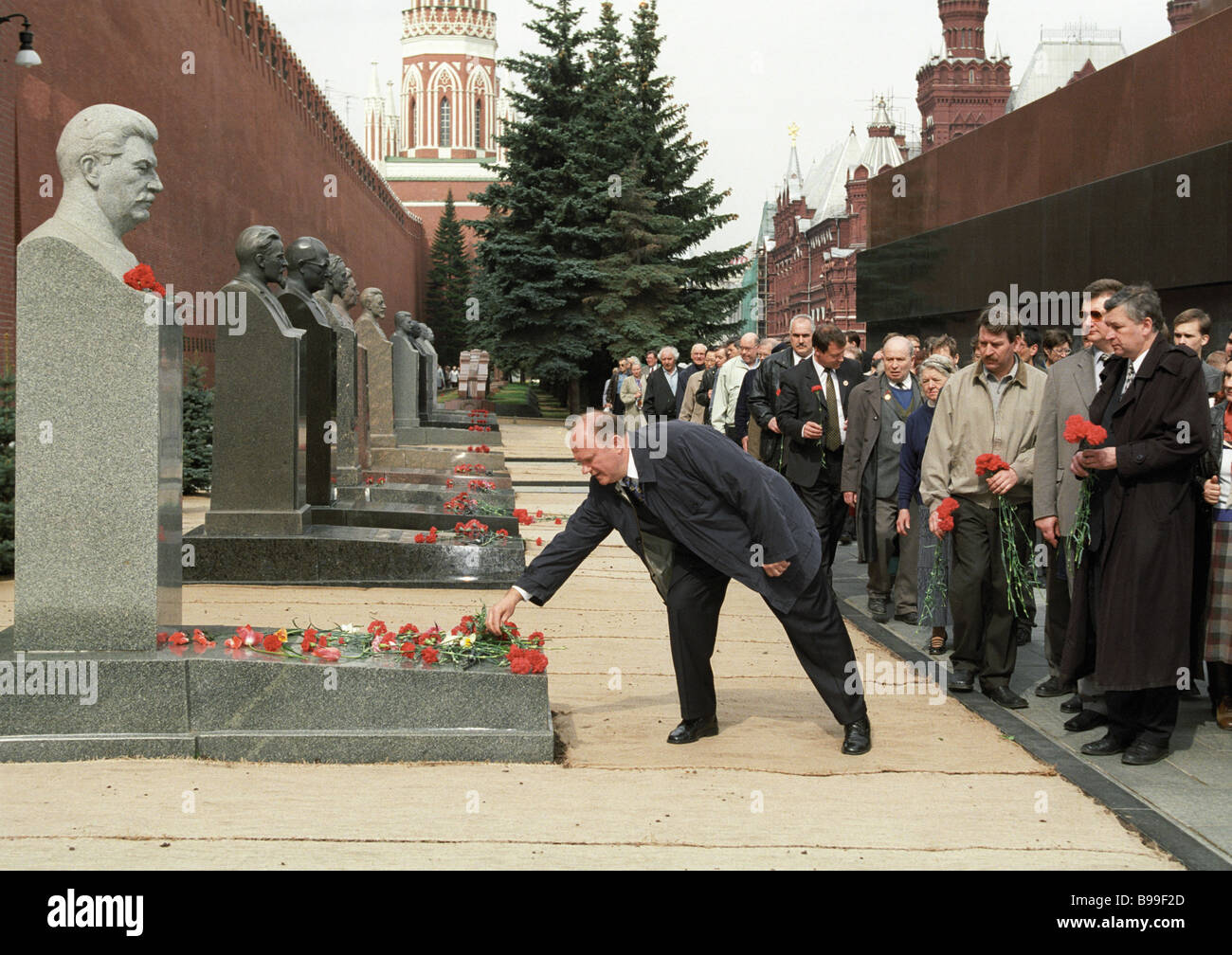 The Russian Communists leader Gennady Zyuganov laying flowers to Joseph Stalin grave - Stock Image