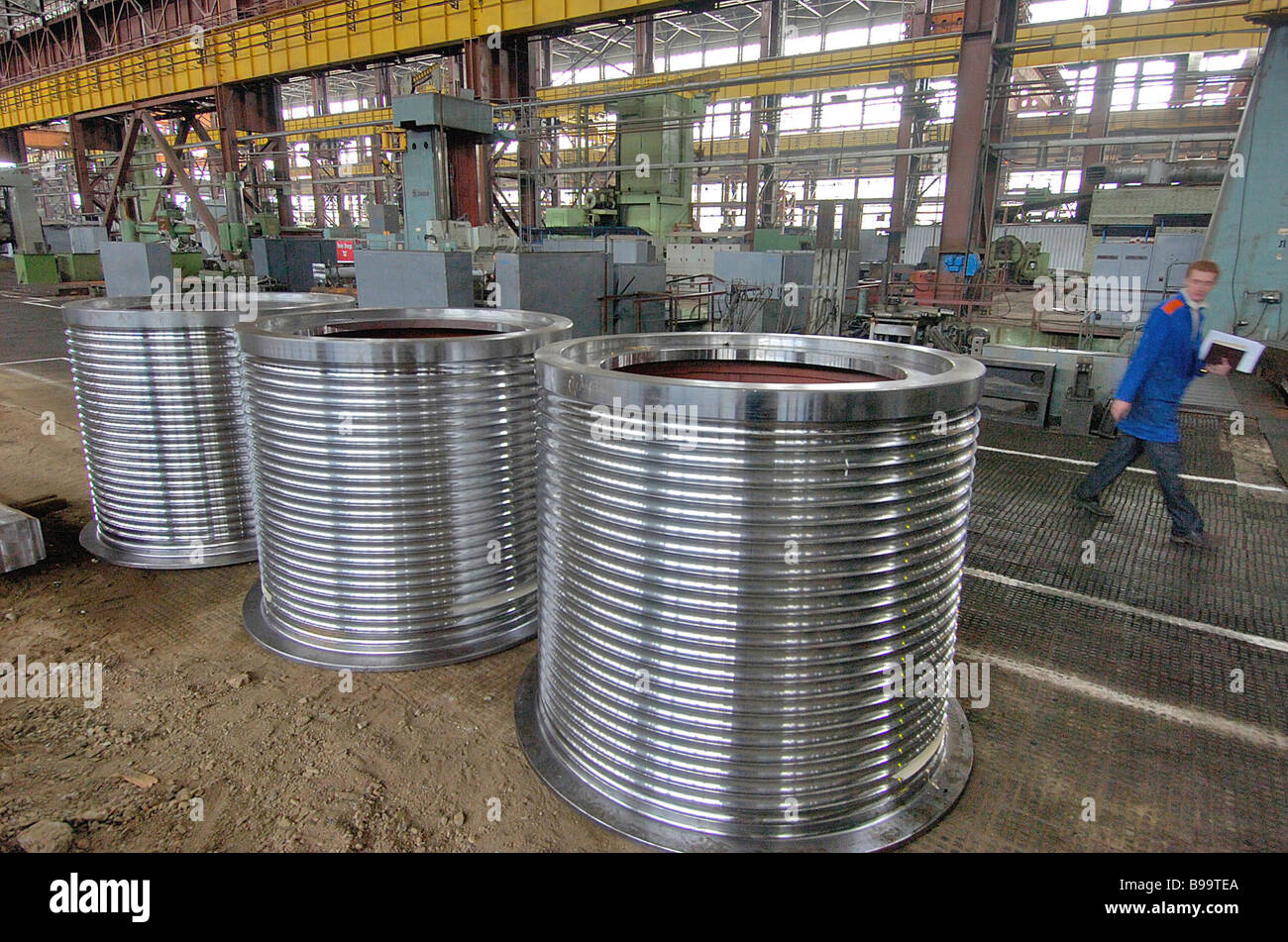 Assembling units and components of EKG 20 excavators with 20 cubic meter buckets at Urals Heavy Engineering Works - Stock Image