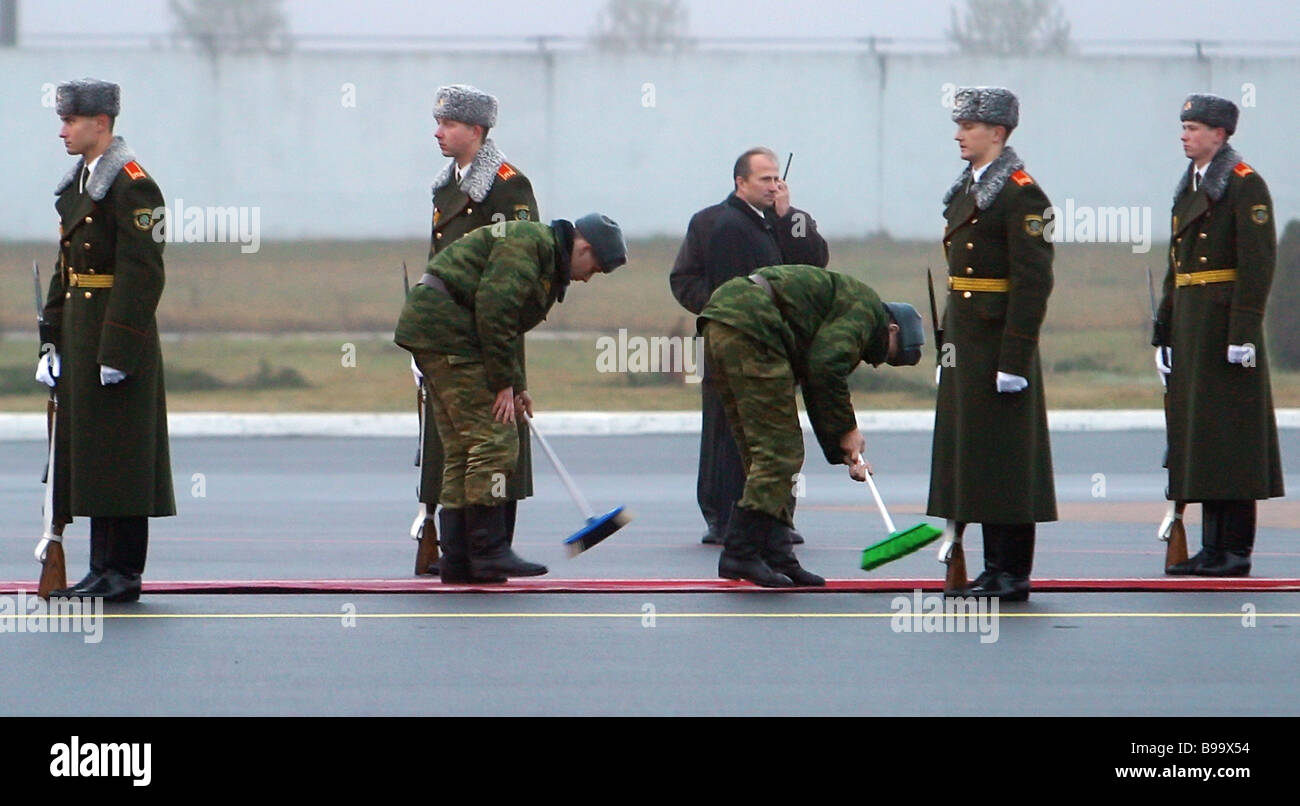 Guard of honor company expecting guests of honor on the Minsk airfield A CIS summit begins in Minsk - Stock Image