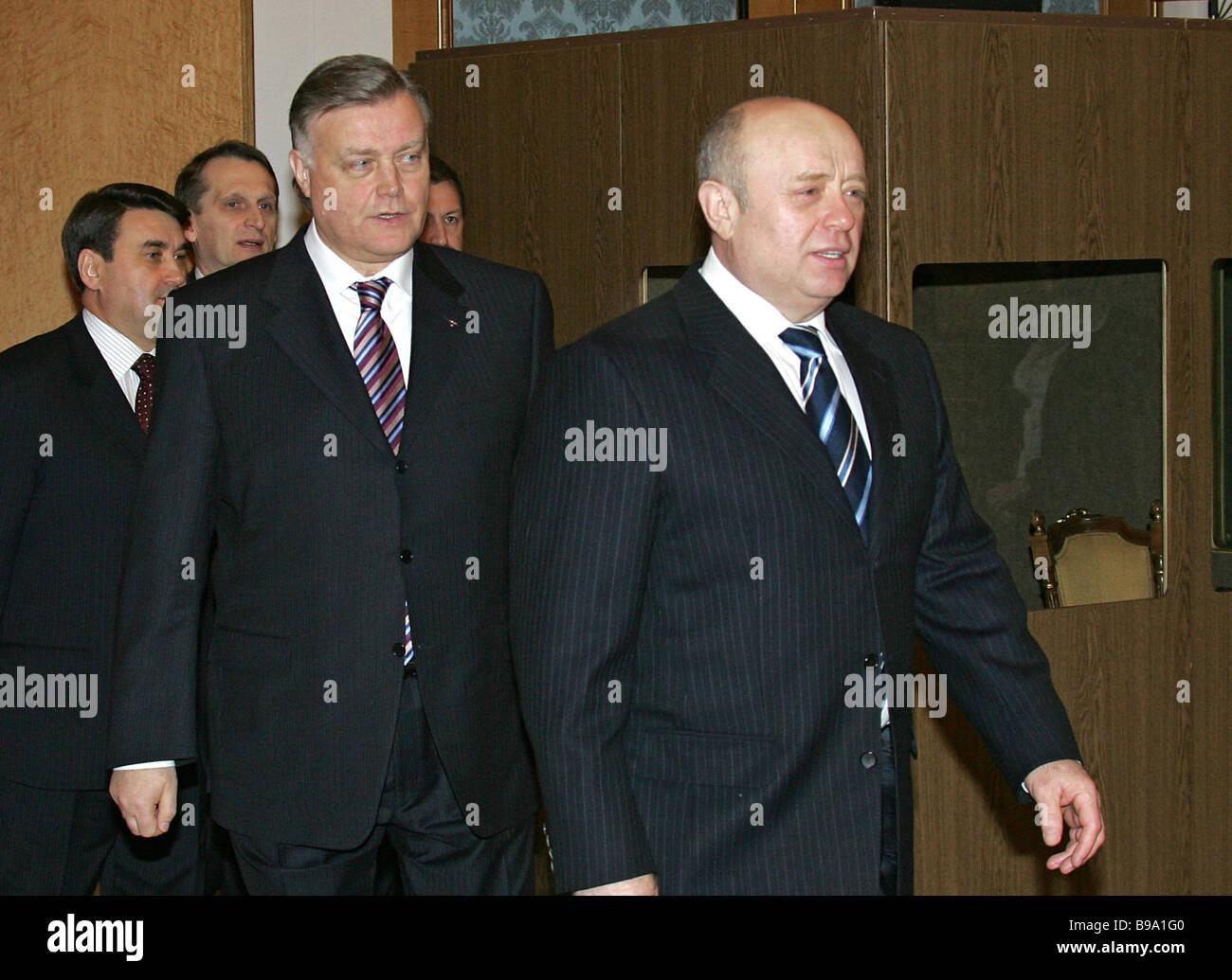 https://c8.alamy.com/comp/B9A1G0/vladimir-yakunin-president-of-company-russian-railways-and-russian-B9A1G0.jpg