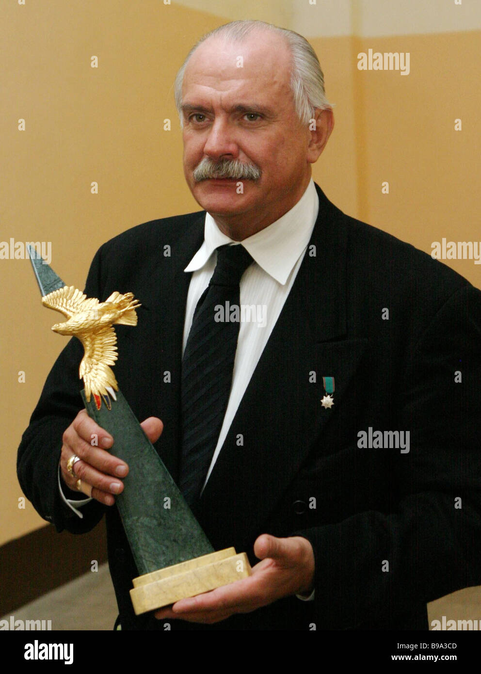 Sun-hit Mikhalkov won the Golden Eagle award 01/24/2015 97