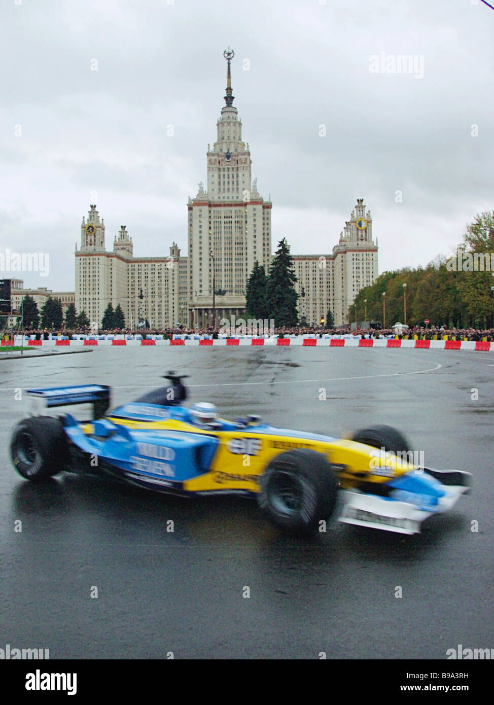 The first Formula One race in Moscow Jarno Trulli and Fernando Alonso of the Reno team encircled a special route - Stock Image