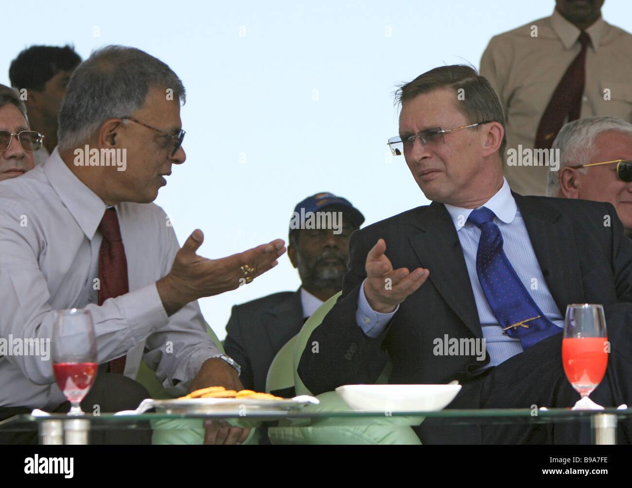 Ashok Baweja chairman of Hindustan Aeronautics Limited and Russian Defense Minister Sergei Ivanov left to right - Stock Image