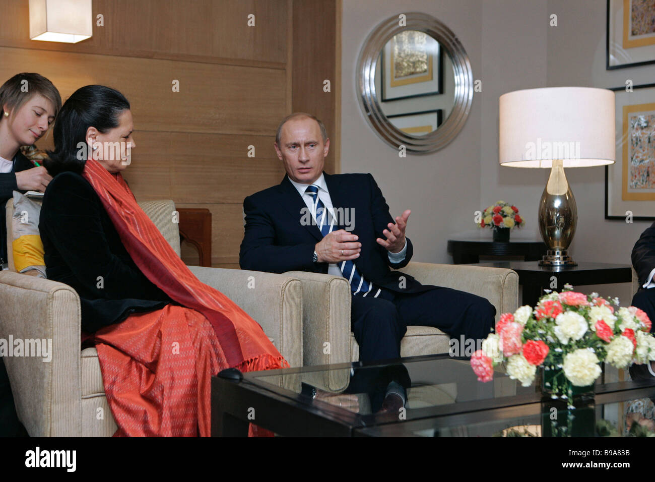 Leader of the Indian National Congress party Sonya Gandhi and Russian President Vladimir Putin meeting in the Maurya - Stock Image