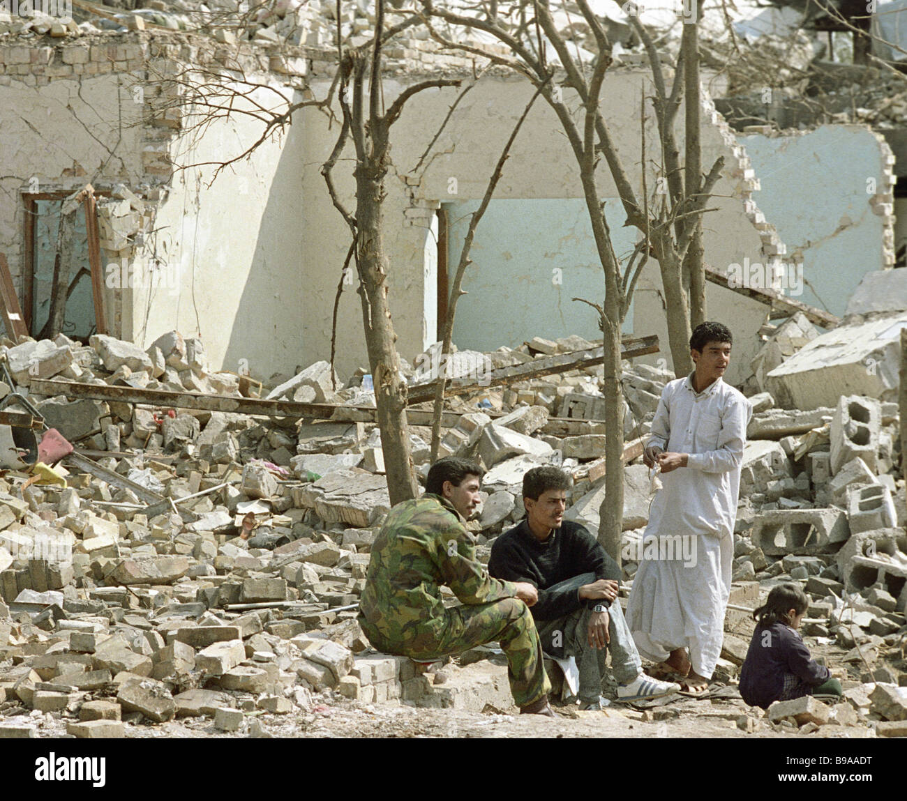 Tenants of a house destroyed during the Persian Gulf war - Stock Image