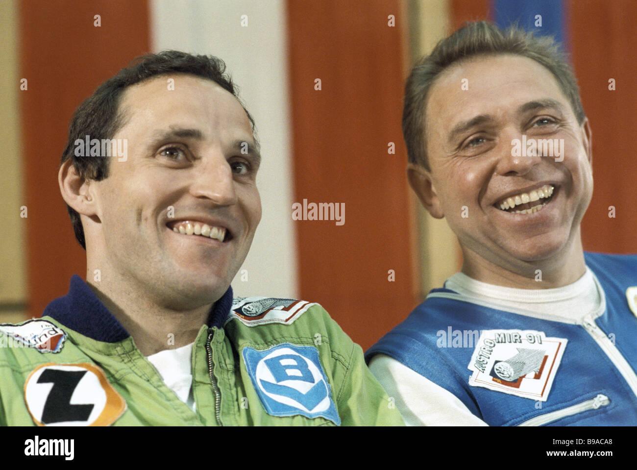 Soyuz TM 13 spacecraft crew Austrian astronaut Franz Viehboeck left and Hero of the Soviet Union Alexander Volkov - Stock Image