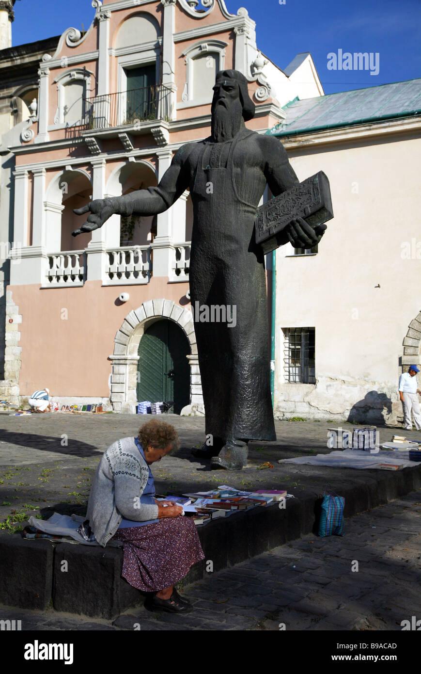 BOOK SELLER & MONUMENT L'VIV LVOV UKRAINE LVIV UKRAINE 02 September 2007 - Stock Image