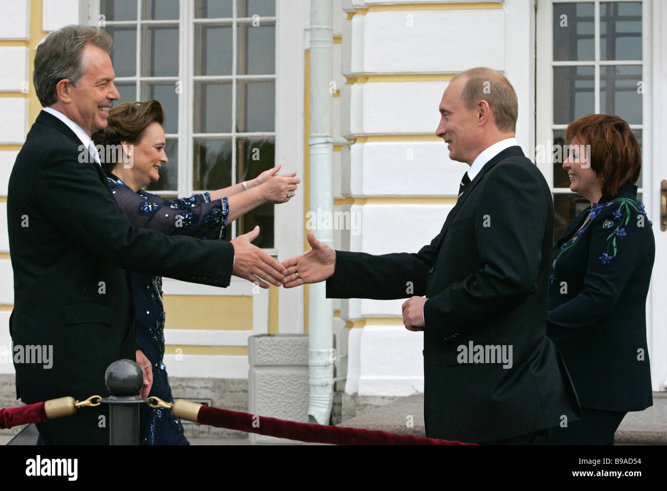 British Prime Minister Tony Blair with his wife and Russian President Vladimir Putin with his wife left to right - Stock Image