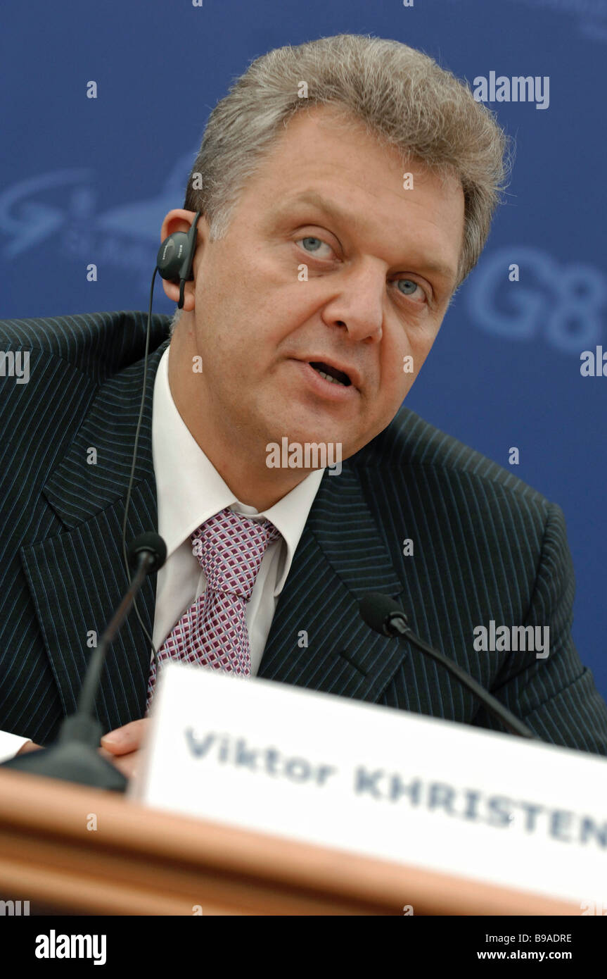 Russian Industry and Energy Minister Viktor Khristenko holding a briefing at the International Media Center - Stock Image