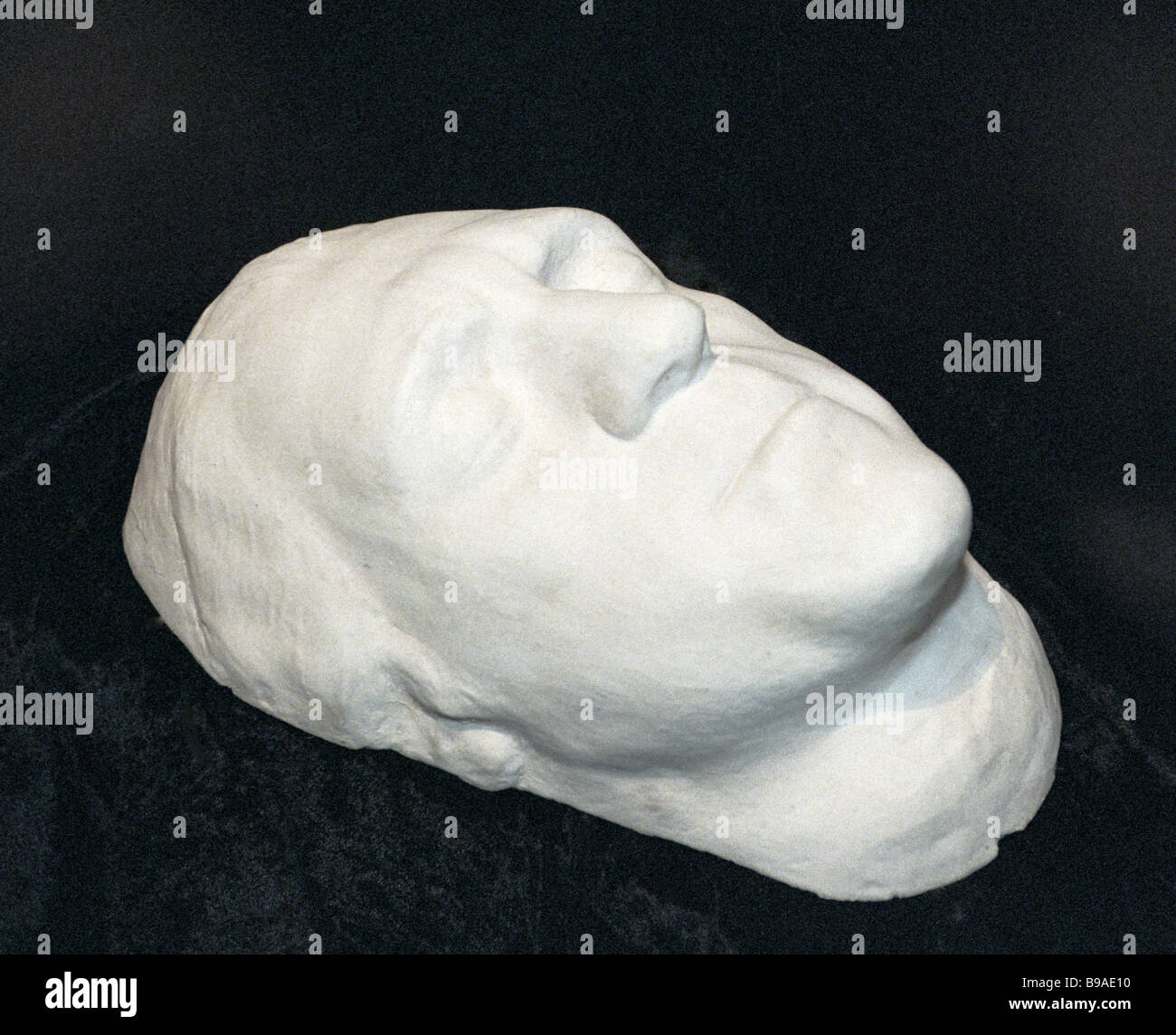 The death mask of Vysotsky was sold for 55 thousand euros. 25.11.2015 82