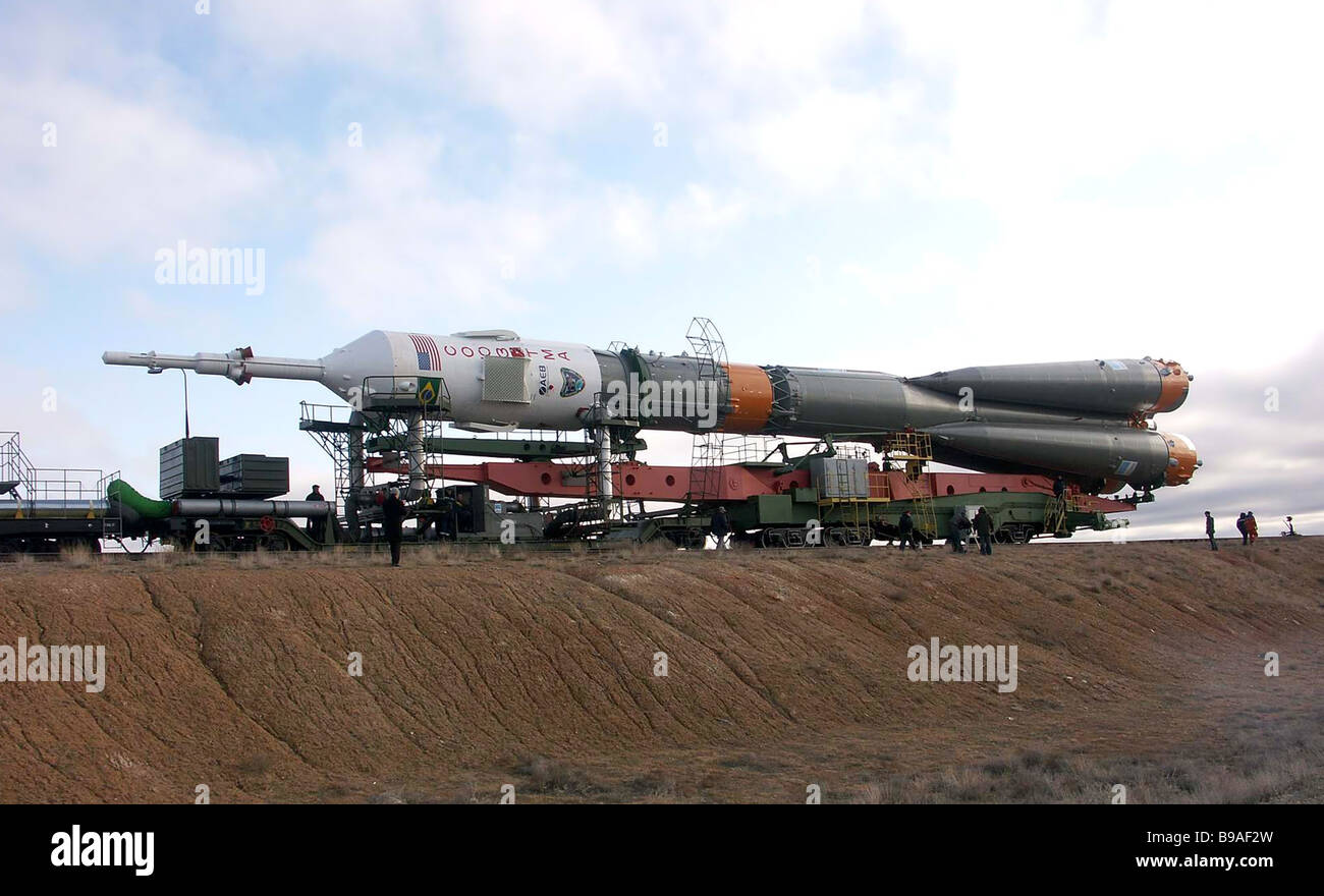 The Soyuz booster carrying the Soyuz TMA 8 spaceship being transported to the Baikonur cosmodrome s launch pad The - Stock Image