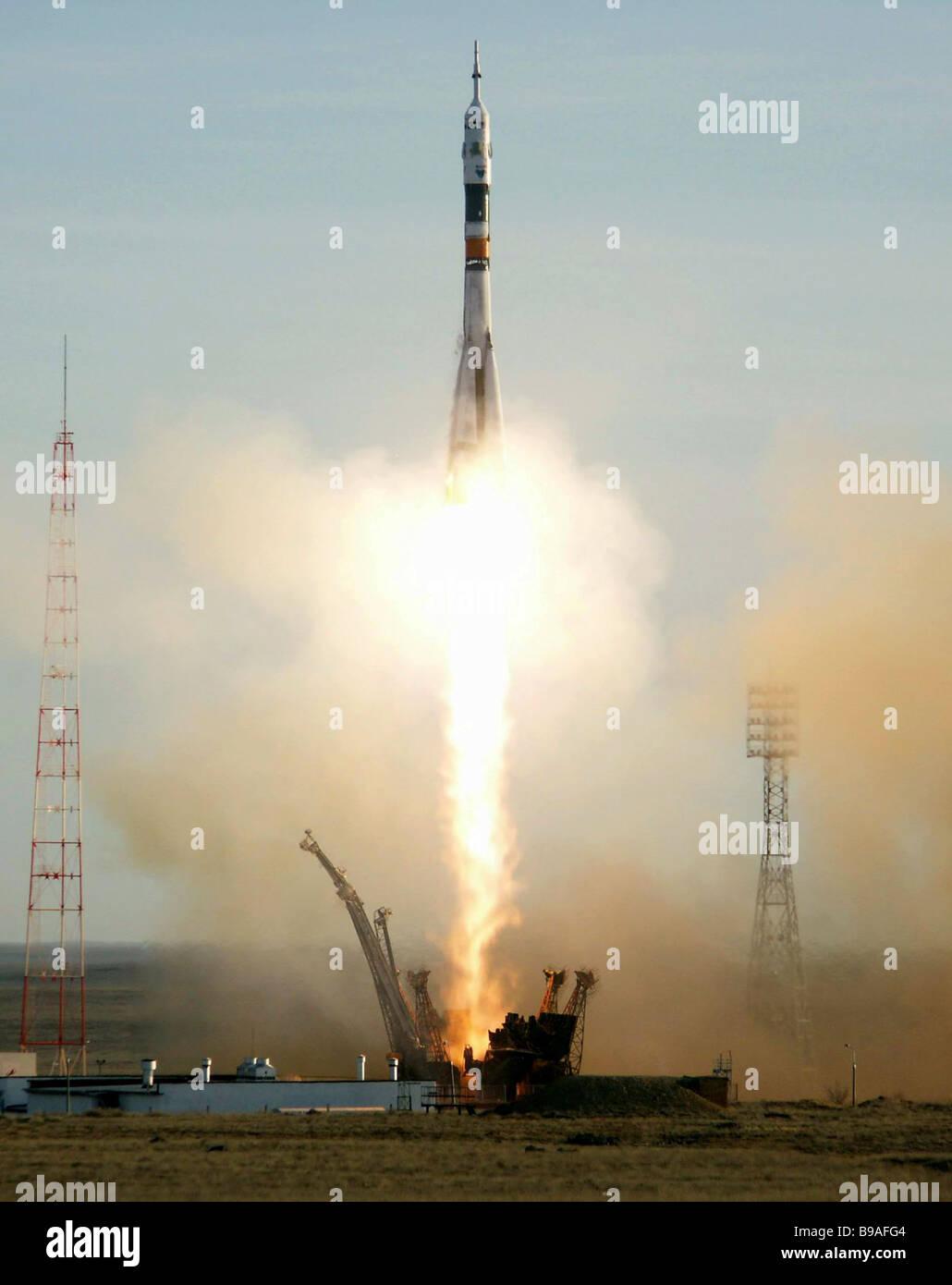 The Russian Soyuz TMA 8 spaceship s blast off from the Baikonur cosmodrome in Kazakhstan Stock Photo