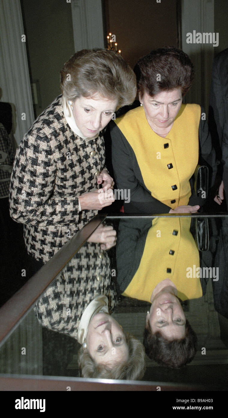 Naina Yeltsin left and Norma Major entertained at the Banqueting Hall during an official visit by Russian president - Stock Image