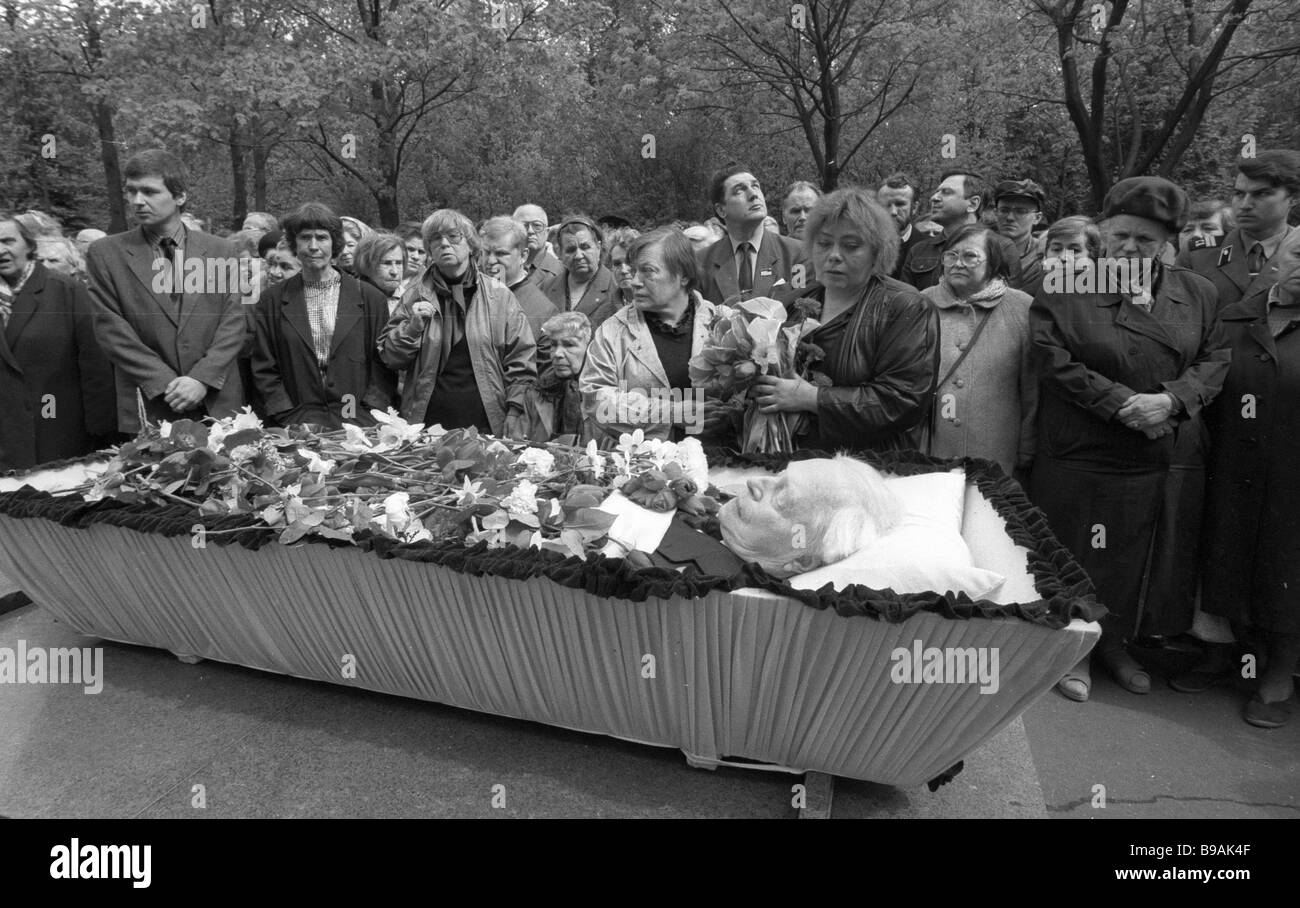 The funeral of renowned Russian puppeteer Sergei Obraztsov People s Actor of the U S S R 1992 - Stock Image