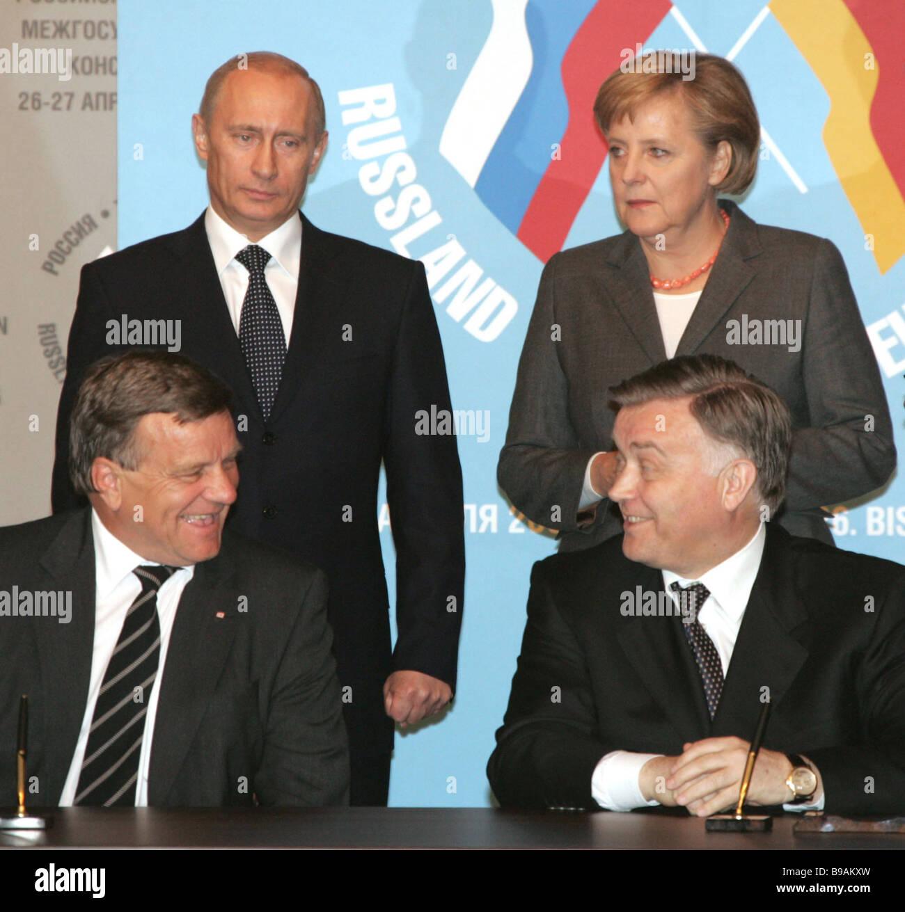 German railways chief Hartmut Medorn and the OAO Russian Railways president Vladimir Yakunin left to right in the - Stock Image